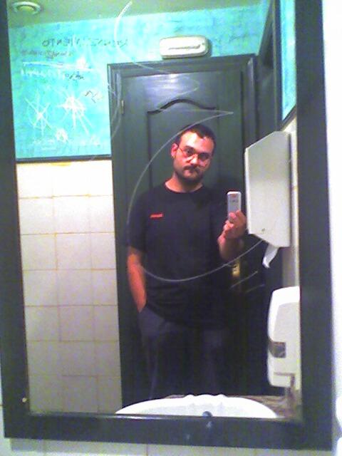 Autorretrete de mano en bolsillo verde y negro for Espejo hostelero